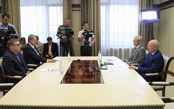 Рустэм Хамитов встретился с первым заместителем министра энергетики России Алексеем Текслером