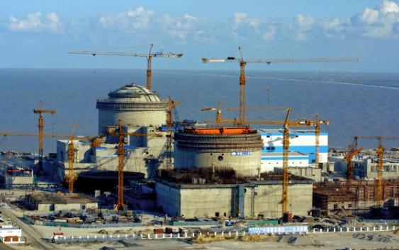 Первую в мире АЭС нового поколения построят в КНР