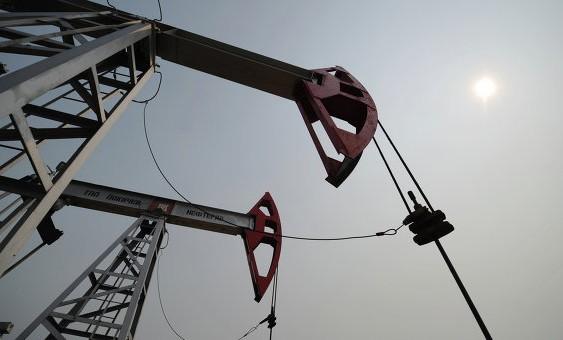 МЭР: экономику РФ ждут шоки при цене на нефть в $40 в 2016-2018 годах