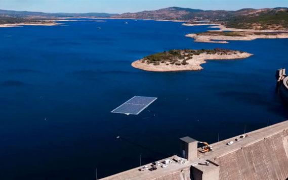 Первая гибридная ГЭС с солнечными панелями открылась в Португалии