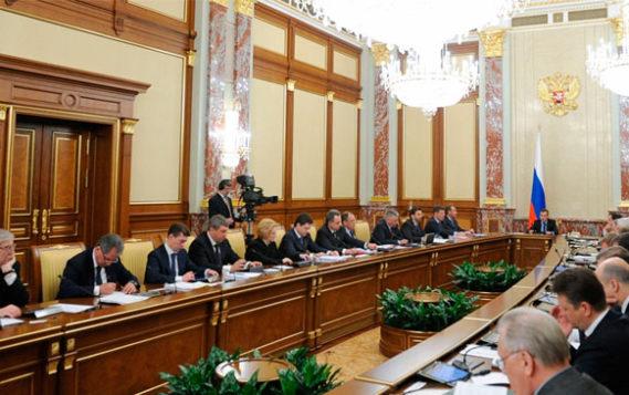 Кабмин упростил процедуру подключения к инженерно-техническим сетям в Москве и Петербурге
