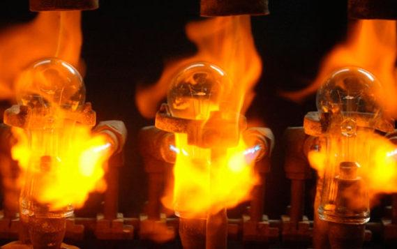 Накал не спадает: почему россияне медленно переходят на энергосберегающие лампы