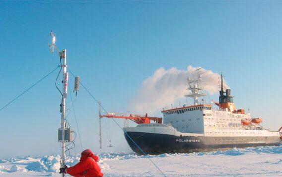 Перевозки углеводородов по Севморпути закрепят за российскими судами