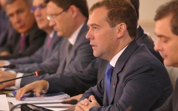 Медведев: РФ нужно сохранить динамику развития ТЭК и мировые позиции