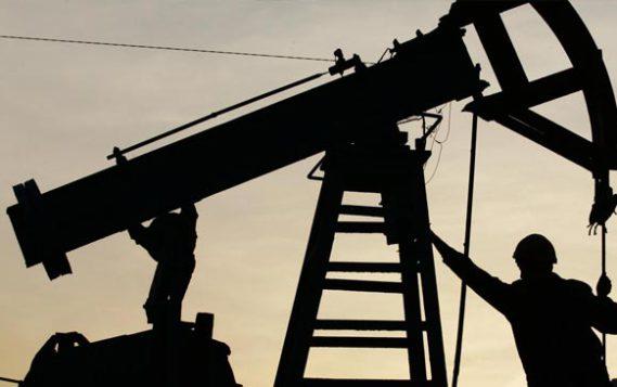 Россия в декабре сократила добычу нефти на 300,74 тыс. баррелей в сутки