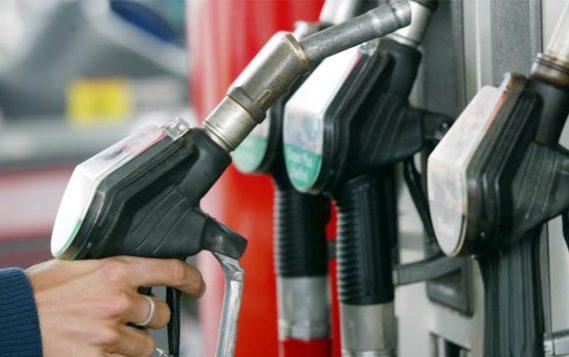 Государство ищет способы снизить цены на топливо на 1,7-2,2 рубля за литр