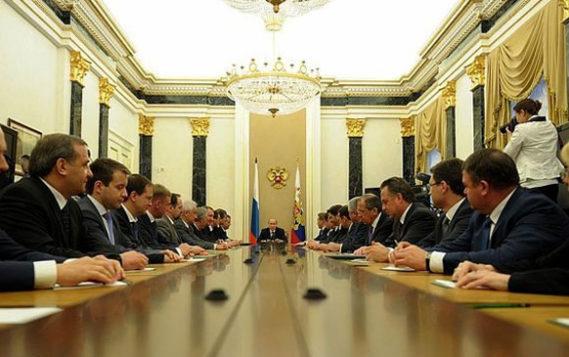 Путин поручил больше переводить транспорт на газ