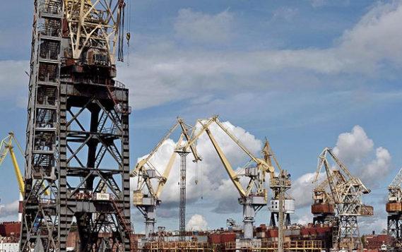 Чиновники и компании спорят о доступе судов на Севморпуть