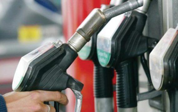 Bloomberg включил Россию в десятку стран с самым дешевым бензином