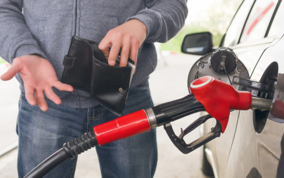 Цены на нефть поддержали бюджет и напрягли автовладельцев