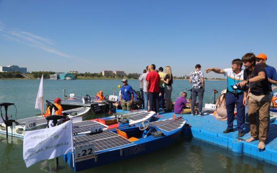 В Грозном состоялись гонки лодок на солнечных батареях
