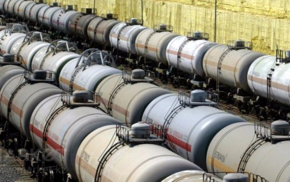 Экспорт нефти из РФ в дальнее зарубежье за 8 месяцев снизился на 2,8%