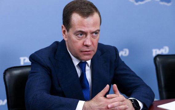 Медведев обязал ФАС и Минэнерго подписать топливные соглашения с нефтяниками