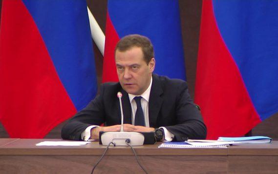 Дмитрий Медведев провел совещание по развитию Арктики в Сабетте (ЯНАО)