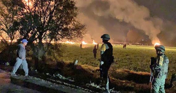 В результате мощного взрыва в Мексике на нефтепроводе погибло 76 человек, 74 ранены