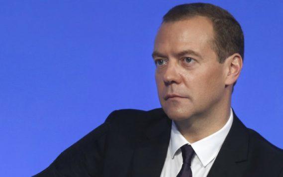 Медведев назвал главные риски для мировой экономики