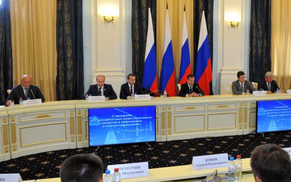 Медведев утвердил стратегию по по развитию нефтегазохимического сектора