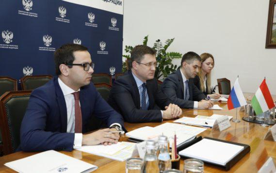 Александр Новак встретился с Министром внешнеэкономических связей и иностранных дел Венгрии Петером Сийярто