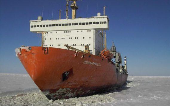 Экипаж атомного контейнеровоза «Севморпуть» доставил первую партию груза для проекта «Арктик СПГ 2»