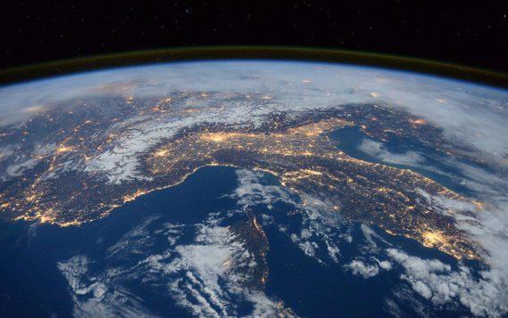 Россия до 2025 года запустит 30 гражданских спутников для наблюдения Земли