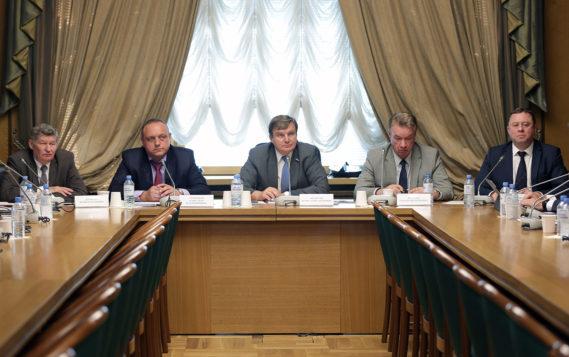 Игорь Ананских провёл круглый стол «Энергетическая стратегия России и инновационные приоритеты развития железнодорожной энергетики»
