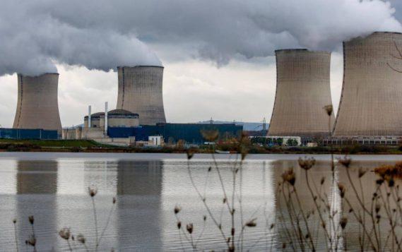 Франция отложила отказ от атомных мощностей на 10 лет
