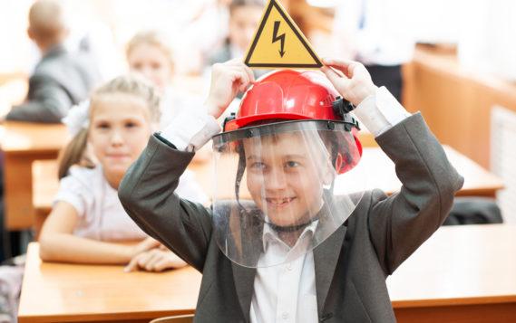 Более 19 тысяч школьников приняли участие в занятиях по электробезопасности в преддверии летних каникул