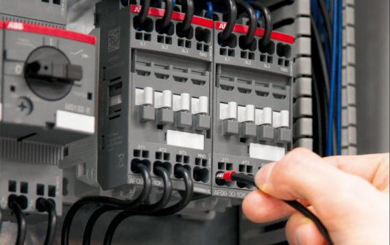 Решение ABB для управления и защиты электродвигателей с новой технологией втычного монтажа