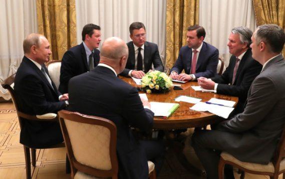 Александр Новак принял участие во встрече Президента России Владимира Путина с главой концерна Royal Dutch Shell Беном ван Берденом