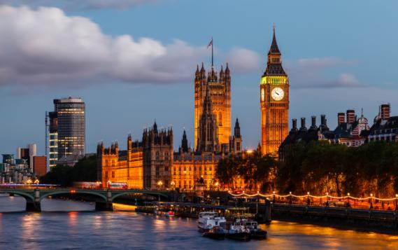 Великобритания запретит продажу новых бензиновых и гибридных автомобилей с 2035 года