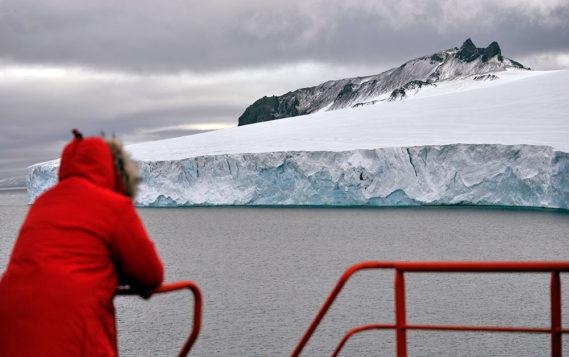 Медведев: Россия будет отстаивать свои позиции в Арктике