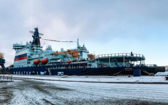 """Самый мощный в мире атомный ледокол """"Арктика"""" ввели в строй в Мурманске"""