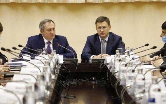 Александр Новак представил нового Министра энергетики России Николая Шульгинова коллективу Минэнерго