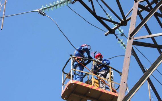 С начала года энергетики Ивэнерго отремонтировали 1 058 км воздушных линий электропередачи